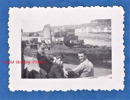 Photo Ancienne Snapshot - GRANVILLE - Groupe De Garçon Au Port - Bateau à Identifier - Manche Normandie - Bateaux
