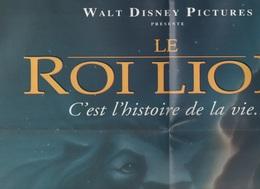AFFICHE / POSTER - WALT DISNEY PICTURES PRESENTE LE ROI LION - C'EST L'HISTOIRE DE LA VIE... - NOEL 94 - Posters