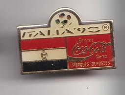 Pin's  Coca Cola  Italia 90 Coupe Du Monde Du Football  Drapeau Du Yémen Réf 7200 - Coca-Cola