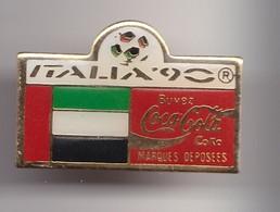 Pin's  Coca Cola  Italia 90 Coupe Du Monde Du Football  Drapeau De Emirats Arabes Unis Réf 7213 - Coca-Cola