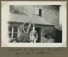 Agriculture . Elevage . Fabrication Du Beurre Avec Le Moteur Chez Marcel Durel . 1946 . Courvaudon (Calvados) ? - Métiers