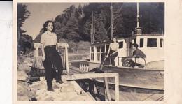 VINTAGE PHOTO ON POSTCARD, PATAGONIA, BOAT BARCO PLACE A IDENTIFIER CIRCA 1950s-ARGENTINE - BLEUP - Argentinië