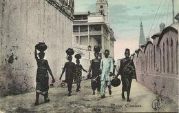 Tanzania, ZANZIBAR, Water Carriers, Head Transport (1910s) De Lord Postcard - Tanzania