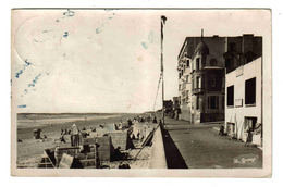 50 Coutainville Vers Blainville N°51 290 Plage Cabines Tentes Digue Pointe Aux Blagueurs Grand Hôtel De La Plage En 1952 - Blainville Sur Mer