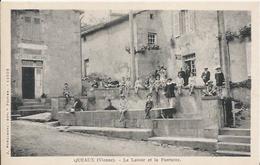 Carte Postale Ancienne De Queaux Le Lavoir Et La Fontaine - France