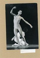 """Les Danseurs ZHANDRA RODRIGUEZ  Et MANUEL MOLINA  Dans Le Ballet """" Geminis """" - Identified Persons"""