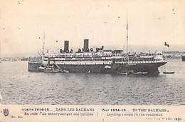 Bateau Guerre 1915-15 Dans Les Balkans En Rade Le Débarquement Des Troupes  (MILITARIA) *PRIX FIXE - Guerre