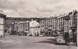 Br - Cpsm Petit Format CHAMPEIX (Puy De Dôme) - Place De La Mairie (voiture 4CV) - Autres Communes