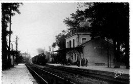 DEPT 16 : édit. A Gilbert N° 10362 : Ruelle La Gare ( Train ) - Autres Communes