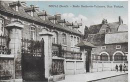 AK 0049  Douai - Ecole Desborde-Valmore / Rue Fortier Ca. Um 1910 - Douai