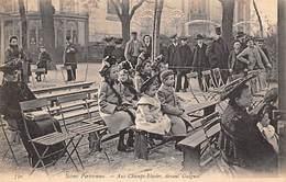 Paris      75008   Scènes Parisiennes.  Guignol Aux Champs Elysées       (voir Scan) - France