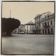 Une Place à Stresa . Hôtel D'Italie . 1900-10 . - Luoghi