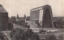 METZ: Eglise Ste-Thérèse - L'ancienne Chapelle à L'arrière-plan - Metz