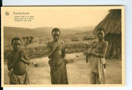 CP Ruanda-Urundi Jeunes Filles à La Danse Cliché Germain Van Den Eeckhaut Nels Années 1920 Ss. Détachée D'un Carnet - Ruanda-Urundi