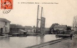 CPA Batellerie - 51 - VITRY-LE-FRANCOIS - Le Pont Levis (Bas Village) - Péniches - Cliché Peu Fréquent - Vitry-le-François