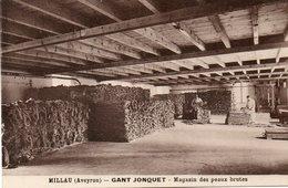 CPA - MILLAU (12) - Cuir, Tanneries - Fabrique De Gant Jonquet - Aspect Du Magasin Des Peaux Brutes - Années 20 - Millau