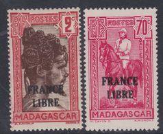 """Madagascar N° 242 + 244 X : Timbres Surchargés  """"France Libre"""" :  Les 2 Valeurs   Trace De Charnière Sinon TB - Madagascar (1889-1960)"""