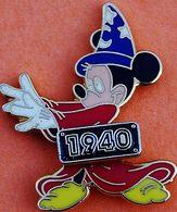 GG 16..........MICKEY....1940.............. Signé DISNEY  Au Dos - Disney