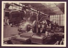 Usines RENAULT - Une Machine à Tailler Les Engrenages - Machine-outil - Cartes Postales