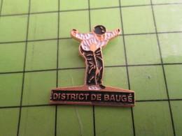 1518c Pin's Pins / Rare Et De Belle Qualité / THEME SPORTS : PETANQUE DISTRICT DE BAUGE BERET BASQUE - Bowls - Pétanque
