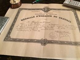 Ministère Du Travail Médaille D'honneur Du Travail Le Ministre Du Travail Médaille D'honneur Du Travail Médaille D'or - Diplômes & Bulletins Scolaires