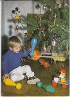 Enfant Devant Le Sapin Avec Des Jouets,Camion,quille...... - Escenas & Paisajes