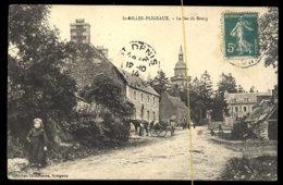 St Gilles Pligeaux: Le Bas Du Bourg - France