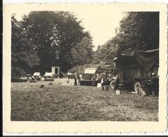 MILITARIA, LAEKEN, BRUXELLES, Campement Anglais Dans Le Parc Du Palais, 1944 (photo 10x8 Cm) - War 1939-45