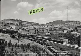 Sicilia-caltanissetta Stazione Ferroviaria Veduta  Stazione Treni In Stazione Scalo Treni Merci Animatissima (v.retro) - Caltanissetta