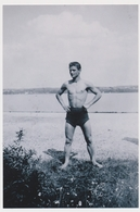 REPRINT - Handsome Trunks Guy On Beach , Man ,Gay Int - Beau Mec Sur La Plage,  Homme Nu - Photo Reproduction - Reproductions