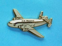 1 PIN'S //   ** AVION // SNCASE SE-161 LANGUEDOC / AIR FRANCE ** . (Tablo Paris) - Avions