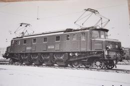 Photo La Vie Du Rail Loco électrique Type 2D2 5516 à Son 5000000 ème Km, Format 24/30 - Trains