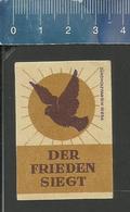 DER FRIEDEN SIEGT ( TAUBE ) OLD Matchbox Label Former DDR - Boites D'allumettes - Etiquettes