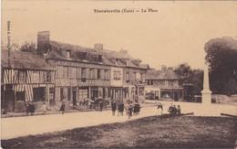 TOUTAINVILLE - La Place - Attelage - Café - Animé - Très Bon état - Carte Peu Courante - Francia