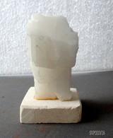 PETIT BLOC DE QUARTZ BLANC SUR BASE PIERRE - Minéraux