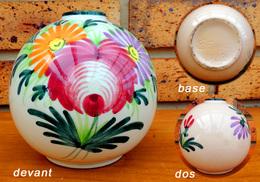 Ancien Petit Vase Boule Au Décor Floral En Barbotine De Saint Clément N°742 - Saint Clément (FRA)