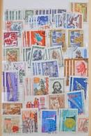 O 32 Lapos Közepes Abria Rugós Berakó Tele Nagyon Vegyes Külföldi Bélyegekkel, Tengerentúlival, Kínával, érdekes Anyag R - Stamps