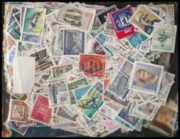 ** * O Több Ezer Bélyeg Az Egész Világból ömlesztve - Stamps