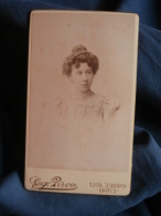 Photo CDV Eug. Pirou à Paris - Jeune Femme Au Chignon, Marguerite Albrand, Datée 1897 L389I - Photos