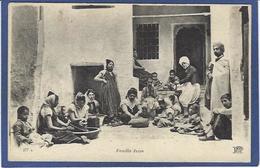 CPA Judaïca Judaïsme Jewish Type Juif Famille écrite - Jewish