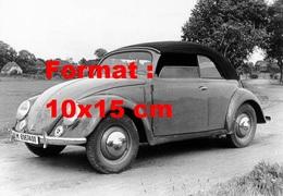 Reproduction D'une Photographie Ancienne D'une VW Coccinelle Décapotable Avec Capote Noire - Reproductions