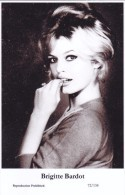 BRIGITTE BARDOT - Film Star Pin Up PHOTO Postcard - Publisher Swiftsure Postcards 2000 - Postales