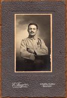 Grand Tirage Photo Albuminé Soldat Français Et Croix De Guerre à Belfort (9000) - Photo E. Feugère Fb Des Ancêtres - Krieg, Militär