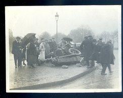 Photographie Originale Accident Automobile Contre Un Réverbère  SEPT18-26bis - Cars