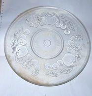 SUPERBE ANCIEN GRAND PLAT A GATEAU EN VERRE CISELE TBE DIAMETRE 30.7 Cm    BON ETAT - Dishes