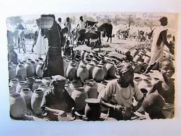 NIGER - ZINDER - Le Marché - Poteries Haoussa - Niger