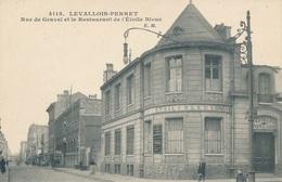 92) LEVALLOIS-PERRET : Rue De Gravel Et Le Restaurant De L'Etoile Bleue - Levallois Perret