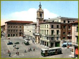 CP Ediz.RI-MA- Riviera Di Rimini La Piu Bella D'Italia- Piazza Tre Martiri ,animée,trolleys,voitures époque - Rimini