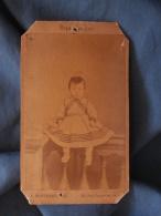 Photo CDV  Bertrand Rue Dauphine Paris  Jeune Enfant En Robe Assis Sur Une Balustrade  Sec. Empire - CA 1865 - L395 - Photographs