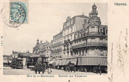934 - Cpa 10  Troyes -  Rue De La République, Station Des Tramways - Troyes